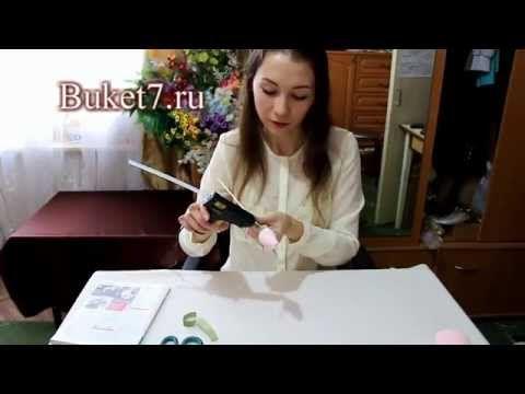 ▶ Бутон розы из конфеты и гофрированной бумаги Мастер-класс - YouTube