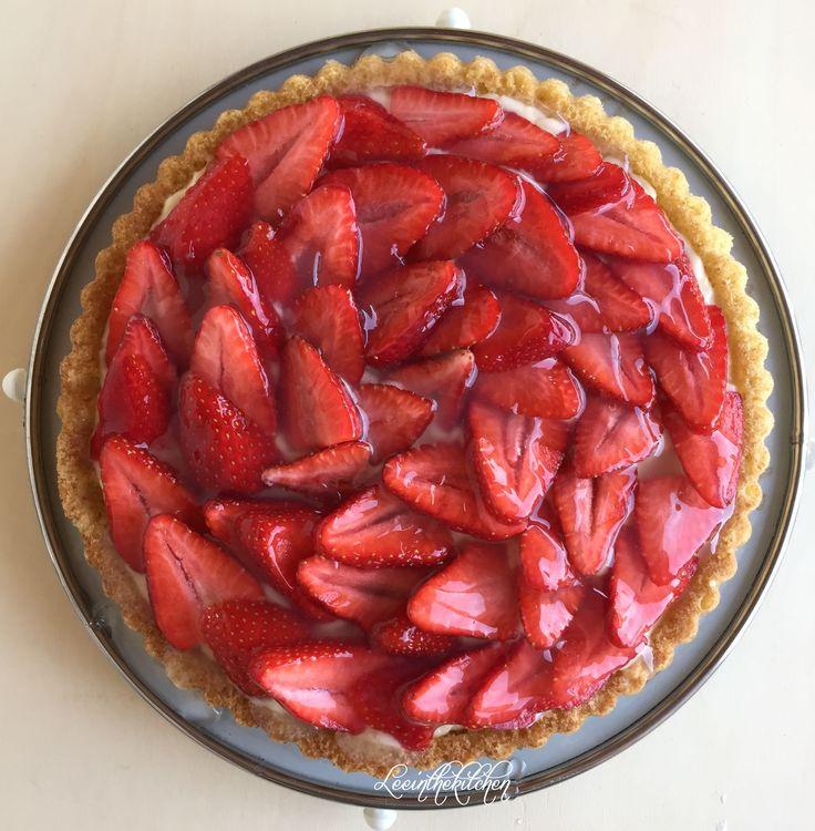 """Hallo Ihr Lieben, nach einem Besuch in einem """"Hofladen"""" kam ich zurück mit ganz viel Erdbeeren. Und daraus enstand dieser leckerer Erdbeerkuchen. Schnell zubereitet und schmeckte jedem …"""