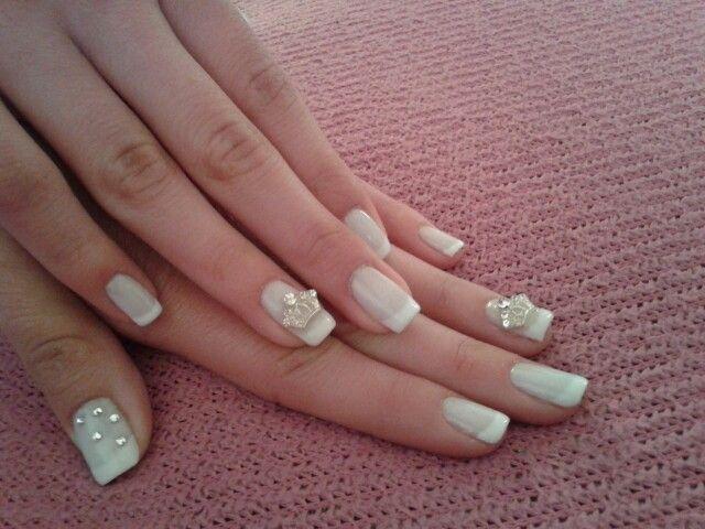 bride  nails with swarovski