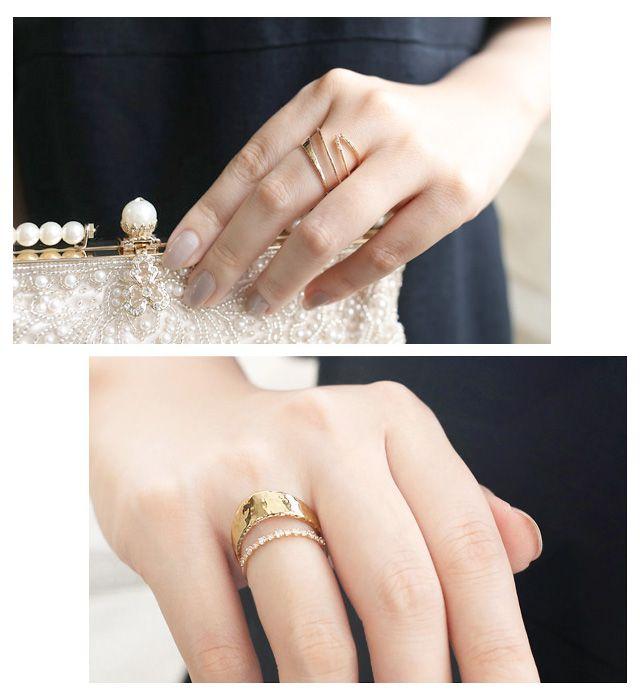 ゴールドの指輪。両家顔合わせ・結納のときに使えるアクセサリーのまとめ一覧。