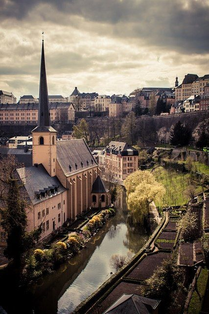 Luxembourg City, Luxembourg - Poucas coisas substituem a tranquilidade de andar nessas muralhas.