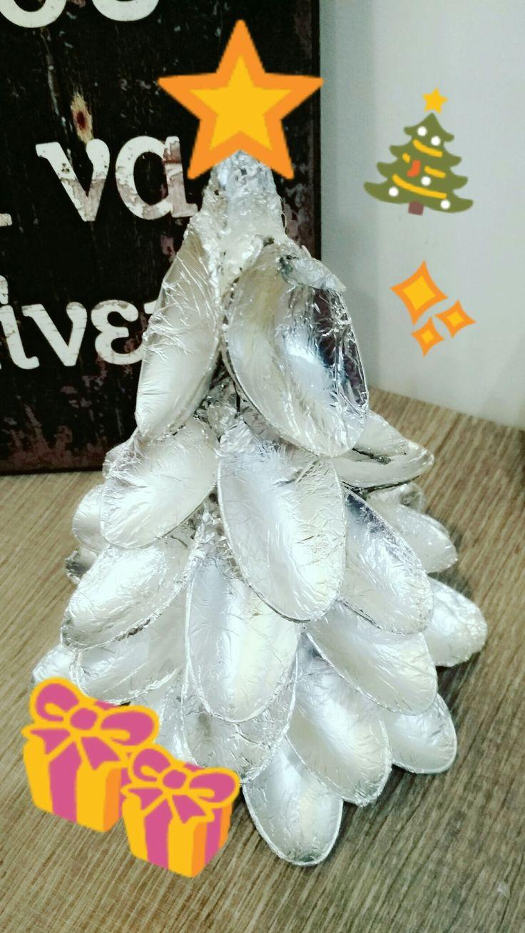 Χριστουγεννιάτικο δέντρο με πλαστικά κουταλάκια 🎄⭐✨🎁🌠 (christmas tree with plastic spoons)