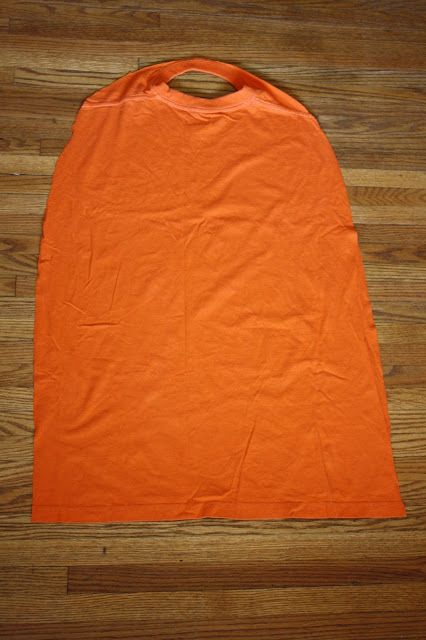 NO sew capes out of old t-shirts. Done! for all my friends with little boys who want to be super hereos!