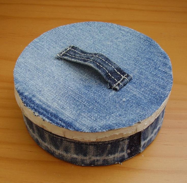 Small round denim box.Denim Pocket, Recycle Denim, Jeans Recycle, Denim Jeans, Blue Jeans, Denim Boxes, Jeans Crafts, Jeans Denim, Pocket Banners