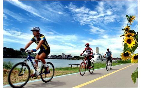 Bike riding along the #Han River . Will definitely be doing this!: Livinglife Alberteinstein, Bike Riding, Keepmovingforward Livinglife, Http Successeducator Com, Success Educator, Google Search, Ride A Bike, South Korea