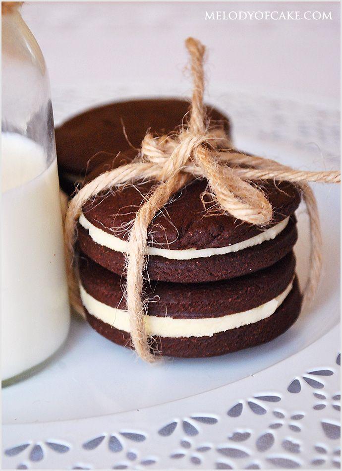 http://www.melodyofcake.com/2015/03/13/homemade-oreo-cookies-recipe/ #oreo #cookies