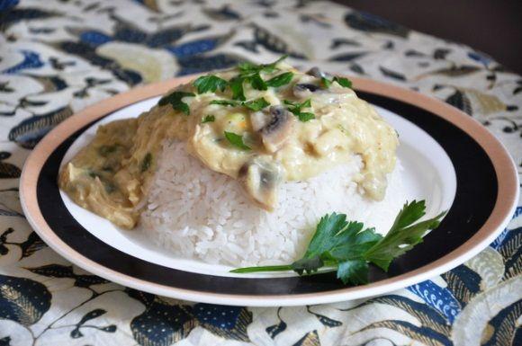 Ragout andere stijl, dat is de letterlijke vertaling van Riport Ajam Ragout. Nederlanders eten ragout altijd met een bladerdeeg bakje. De Indische gemeenschap een ragout ook met rijst. Dit recept kan zowel met een bladerdeeg bakje maar ook met rijst...