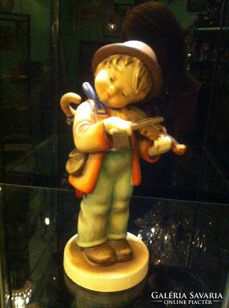 Hummel hegedűs kisfiú Méret: 22 cm magas