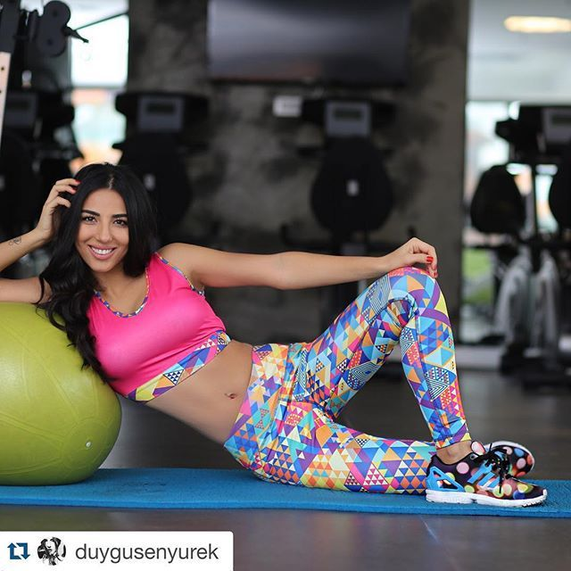 #Repost @duygusenyurek with @repostapp. ・・・ sevdiğinize rengarenk bir @upperness_official Keana takım almaya ne dersiniz www.upperness.com  #Upperness #upperness_official #yourstyleinsports #airytouch #motiveet #jogging #sportwear #fashionturkey #alışveriş #antrenman #activewear #activewearonline #sportwear #sportsapparel #sportsfashion #workout #workoutmotivation #onlinealışveriş #onlineshop #happynewyear #yeniyıl #fitvezindekal