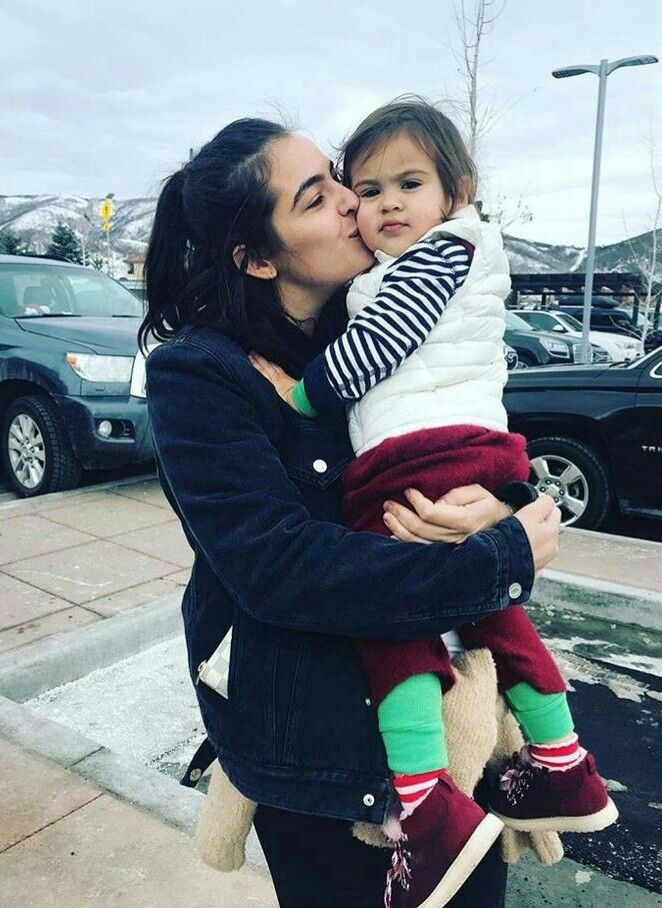 Alanna Masterson And Her Daughter Marlowe Fear The Walking Dead