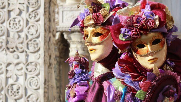 """Ежегодный праздник в Венеции. Калейдоскоп масок и лиц. Одним словом - Карнавал. Такой, каким и должен быть! Другие фильмы раздела """"Итальянский образ жизни"""", ..."""