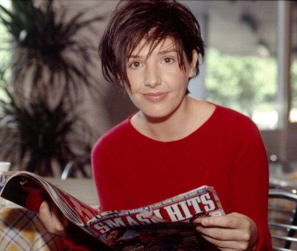 Sharleen Spiteri reads Smash Hits. (1999) Picture: Getty