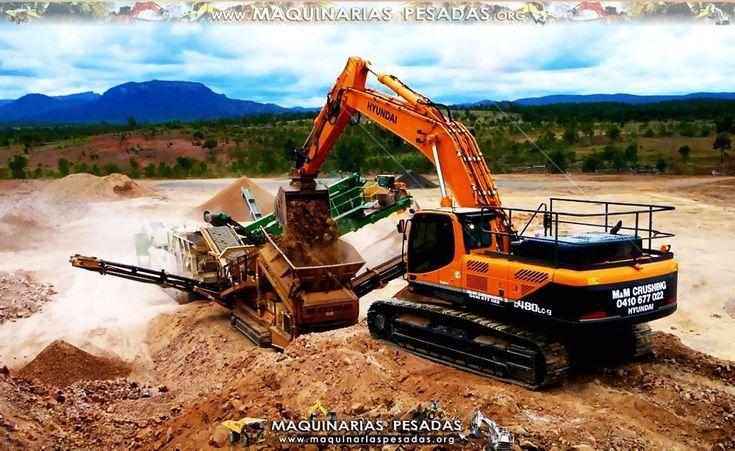 La Excavadora Hidráulica Hyundai LC Cargando a una Cinta Transportadora