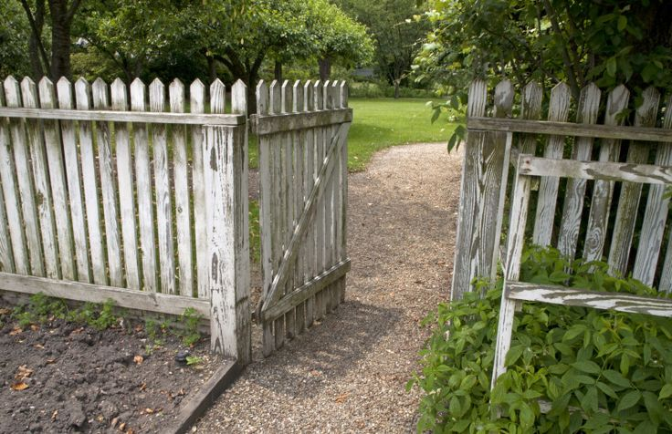 Whitewashed Fence And Gate Google Search Beach House13