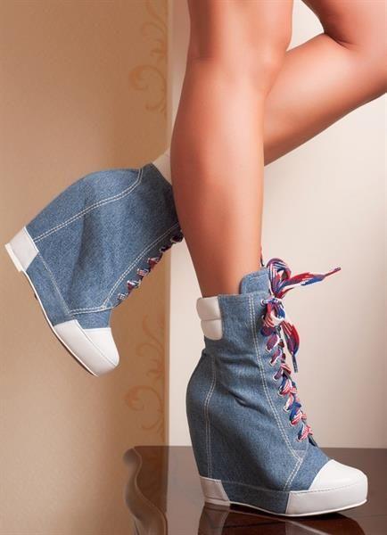 Женская повседневная обувь на танкетке