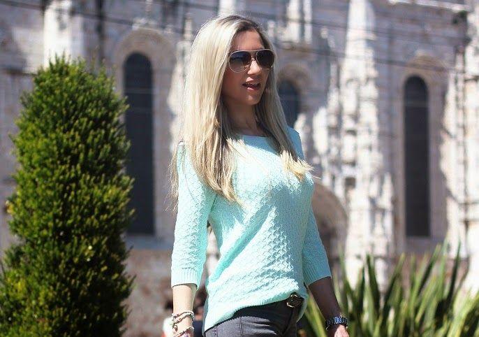 Verde-menta é Aquela cor, verdade?! Para mim, é das mais bonitas cores que existem. Esta camisola de crochet tem um lindo tom de verde-menta metalizado. Decidi conjugá-la com os meus novos ripped jeans da Zara... Look do dia/Outfit. Colar statement Happiness Boutique. Rialbanni. Ripped jeans zara. White. Padrão de cobra/píton print. Just Cavalli. Dolce & Gabbana. River Island. Marian. Made In. Verão. Viagens. Dolce Campo Real Lisboa. Style Statement. Blog de moda portugal.