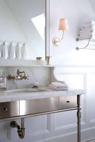Freestanding metal vanity, bathroom