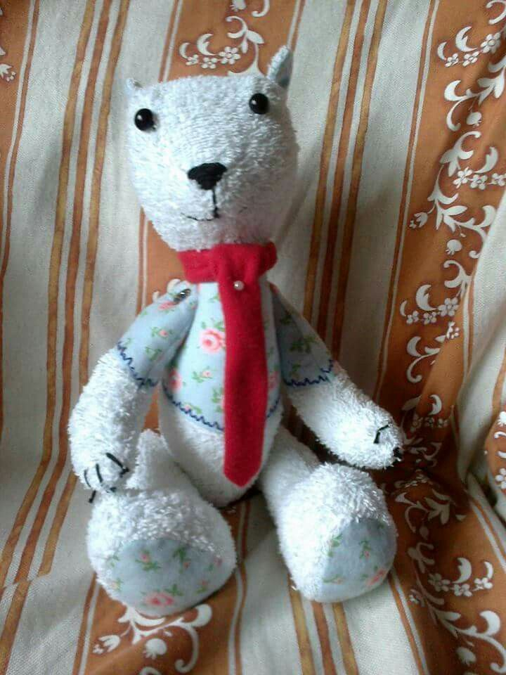 Medvídek kravaťak. Že zbytků a starého ručníku