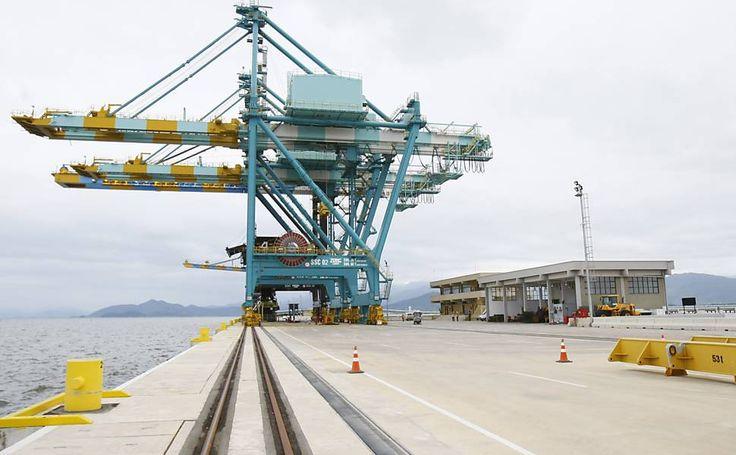 Criada em 2008, a Odebrecht Ambiental atua nos setores de água e esgoto, gestão de resíduos produzidos por indústrias. Na imagem, o complexo industrial da Thyssenkrupp CSA (Companhia Siderúrgica do Atlântico), produtora e exportadora de placas de aço em Santa Cruz, zona oeste do Rio de Janeiro (RJ)