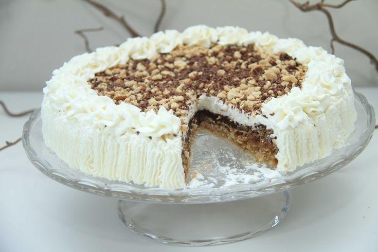 Denne snickerskaken bakte jeg da vihadde besøk i helgen. Jeg har aldri bakt snickerskake før og kan ikke huske at jeg har smakt det heller, så det var spennende å prøve ut en ny kake. Snickerskaken var veldig god og falt i smak hos alle sammen. Snickerskake er en fantastisk god og mektig kake. Kaken …
