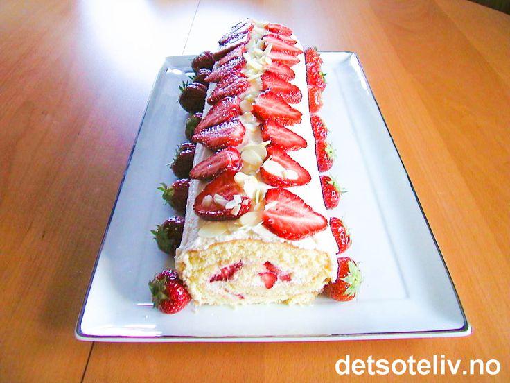 En flott rullekake til sommerstid, når du har friske jordbær for hånden!