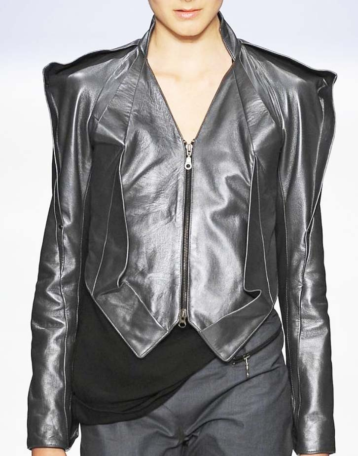 Leather wear in style︱Discover more at Paperonfire : style.paperonfire.co #leather #jacket #fashion #style #leatherwear #leatherjacket #paperonfire