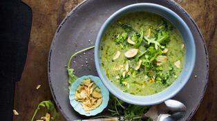 Brokkolisuppe med ruccola og hvitløk