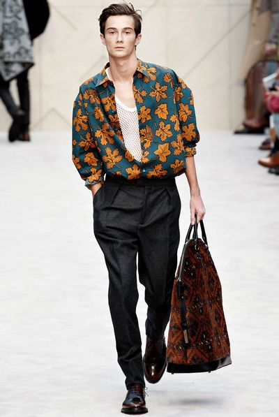 Christopher Bailey revisite la chemise hawaïenne en mode automnal (Burberry)