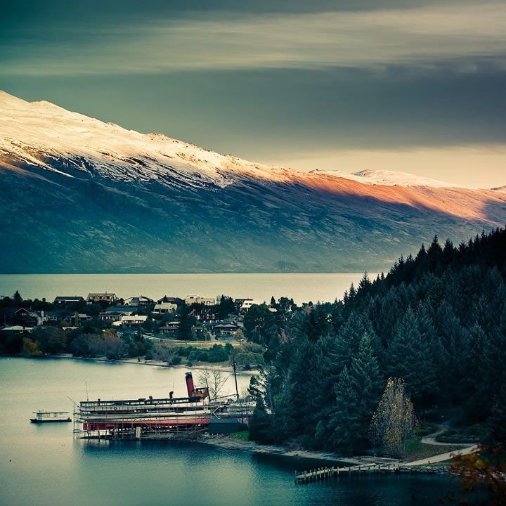 "Queenstown - ""ridiculously beautiful photos"" ~ great page of NZ shots by Andrew Smith"