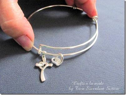 Full tutorial for adjustable bracelets. Source: http://www.craftsalamode.com/