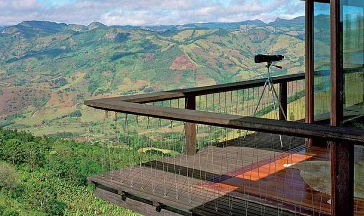 O projeto dá continuidade à pesquisa residencial realizada pelo arquiteto Mauro Munhoz com a colaboração do engenheiro Hélio Olga, que calcula as estruturas de madeira e se responsabiliza por sua execução
