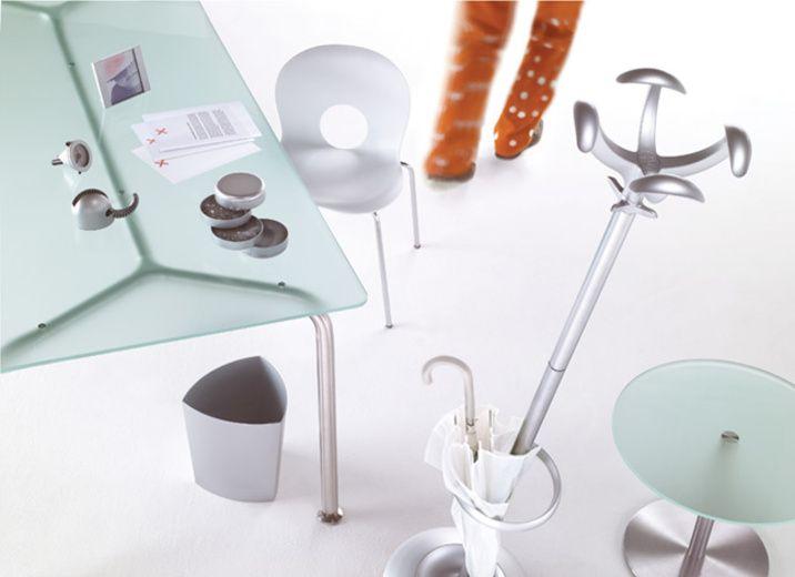 Rexite, accessori da scrivania, appendiabiti, sedie, sgabelli, cestini e tanto altro. Per l'ufficio e la casa. Visita DCsrore per visualizzare le collezioni
