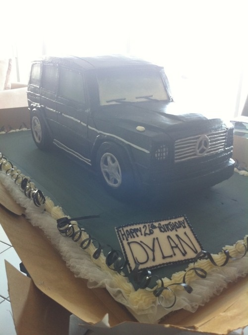 17 best images about car cakes on pinterest almond cakes for Mercedes benz cake design