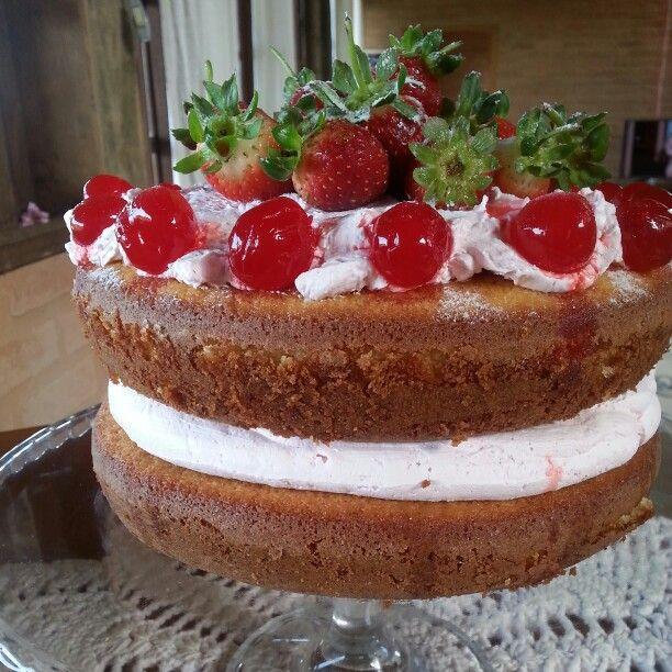 Naked cake de Morango com Chantilly.