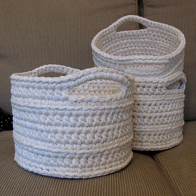 TARN!!! Ravelry: Chunky Crocheted Basket pattern by Elizabeth Trantham (these made with recycled yarn from sweaters)
