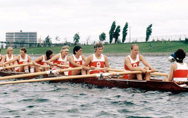L'équipe féminine canadienne du huit d'aviron avec barreuse participe aux Jeux olympiques de Montréal de 1976. (Photo PC/AOC)