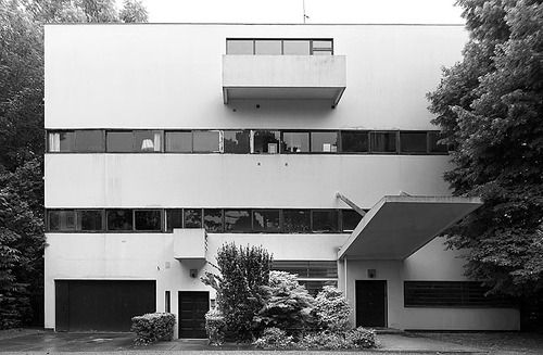 Le Corbusier — Villa Stein - 1928 Horizontal windows with continuous plains, elements extruding out the building