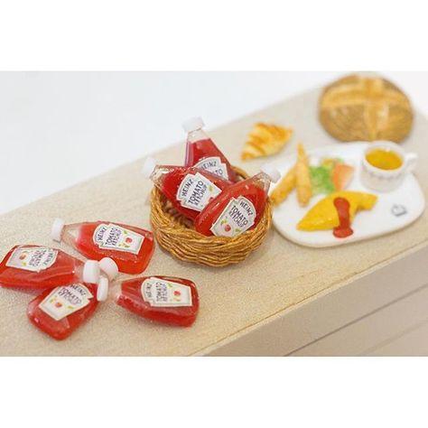miniature 1/12size ハンバーガーセット用のケチャップ大量に作ってます こちらは本日雨 でも娘の幼稚園参観日なので気合いいれて行ってきまーす