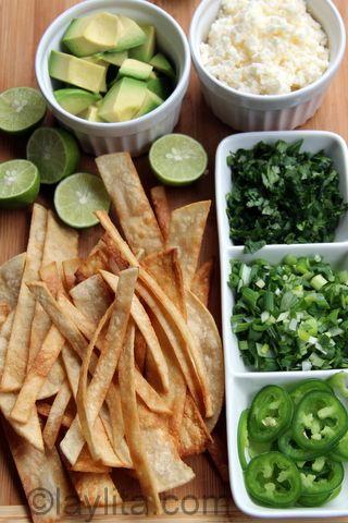 Guarniciones para la sopa de tortilla y camaron