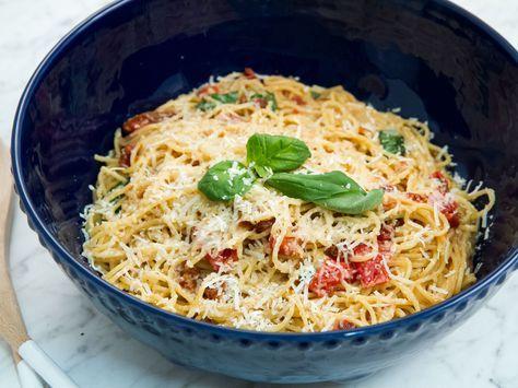One pot pasta med basilika och soltorkade tomater   Recept från Köket.se