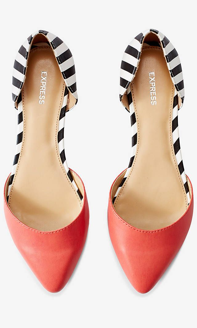 They look like heels from my view but if they are flats their still really cute I love the pattern
