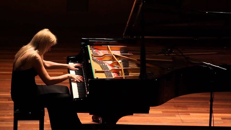 Valentina Lisitsa - Liszt's Hungarian Rhapsody no 2 .THE best pianist - her touch is unsurpassed.