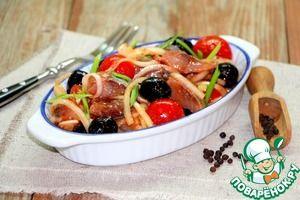 Маринованная сельдь с луком и маслинами
