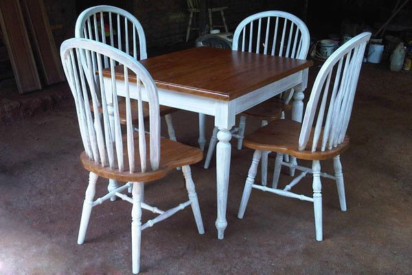 Kursi Cafe Shabby White Painted. Antique shabby of Windsor chair by Jepara Goods Woodworking Studio Furniture Indonesia.