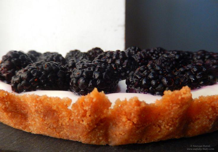 Tarta cu mure si iaurt grecesc.  Blackberry yogurt tart.