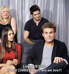 My least fav pic of the Vampire Diaries cast. WHERE'S DAMON????