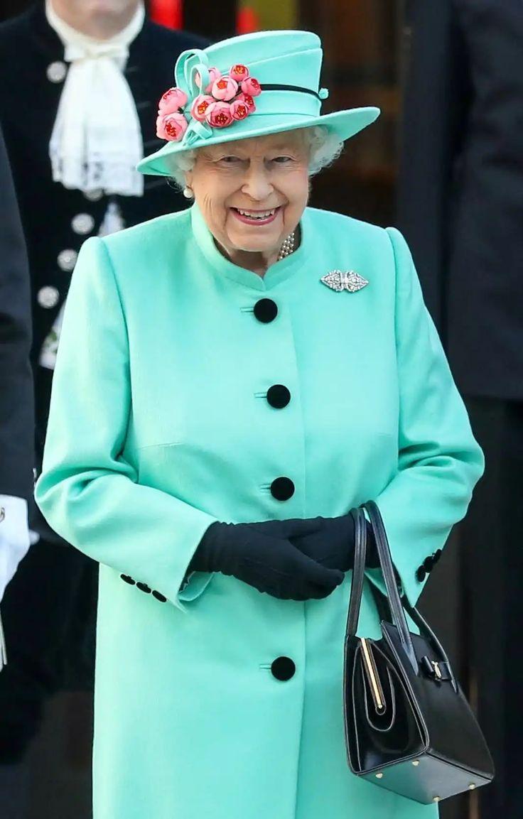 majesty queen elizabeth ii - 736×1153