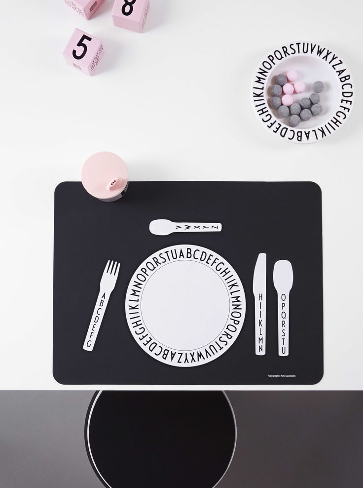 Cool kids dinner setting. Black and white place mat in silicone that teaches the child how to set the table.