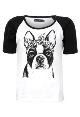 Blusa FiveBlu Dog branca, com estampa frontal de cachorro em preto. Modelagem reta, manga curta e decote redondo. Detalhe de recorte em preto na parte frontal que agrega estilo. Confeccionada em malha, com caimento leve e de toque macio.