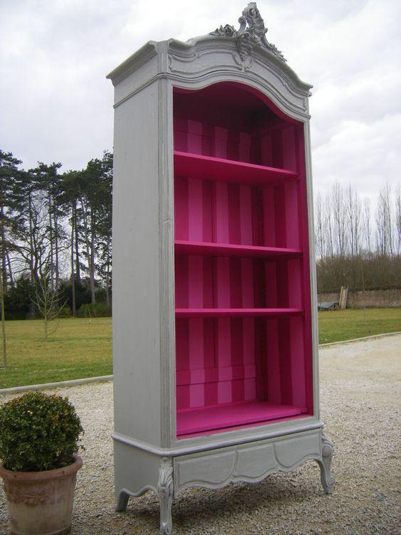 Vieux meuble en bois relooké n°5 : Pensez à transformer l'intérieur de vos meubles !